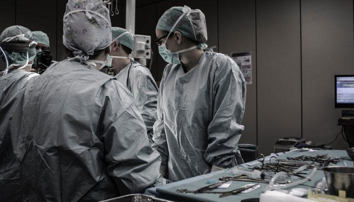 הסרה ניתוחית של גרורות סרטן ריאות שלב 4