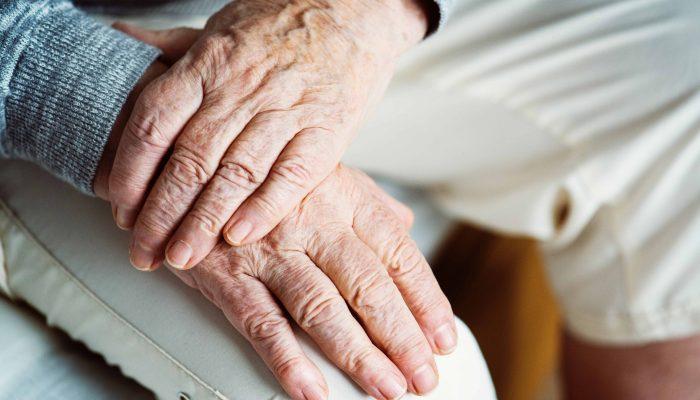 יד עוזרת קשישים תמיכה
